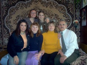 DanielleClark_withUkrainianHostFamily (2)