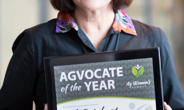 Deb Reinhart Named 2016 AgVocate of the Year at Wisconsin Ag Women's Summit